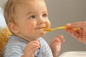 baby-eat-honey