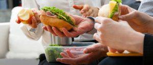 افراد موفق هنگام ناهار چه میکنند؟