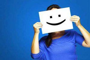 10 اشتباه در زندگی که جلوی شاد بودن تان را می گیرد